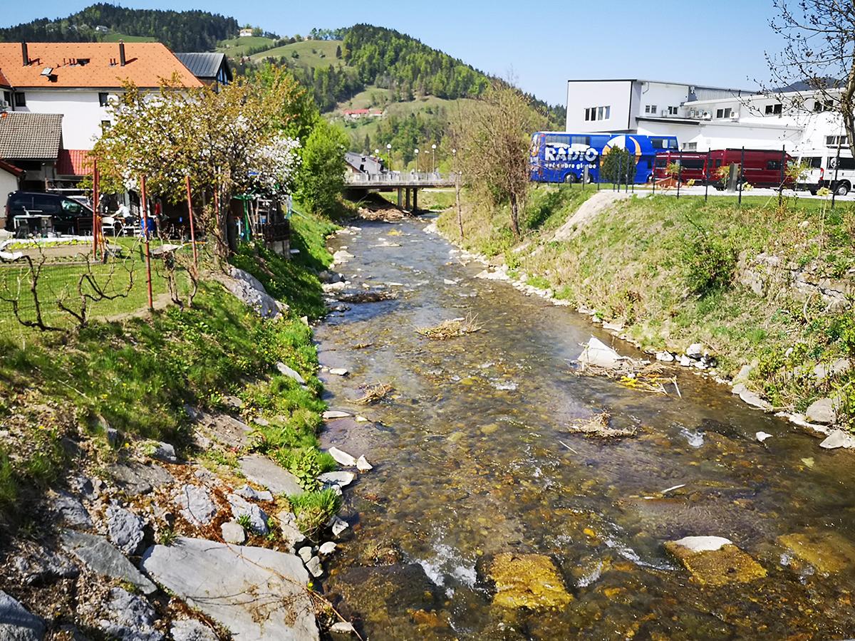 Slika 1: Mislinja v Slovenj Gradcu.